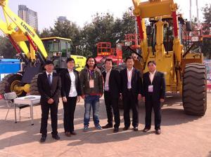 参加义乌工程机械展览会