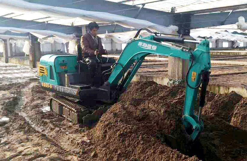 室内施工小型挖掘机