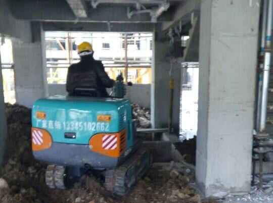 SD15B小型挖掘机室内施工
