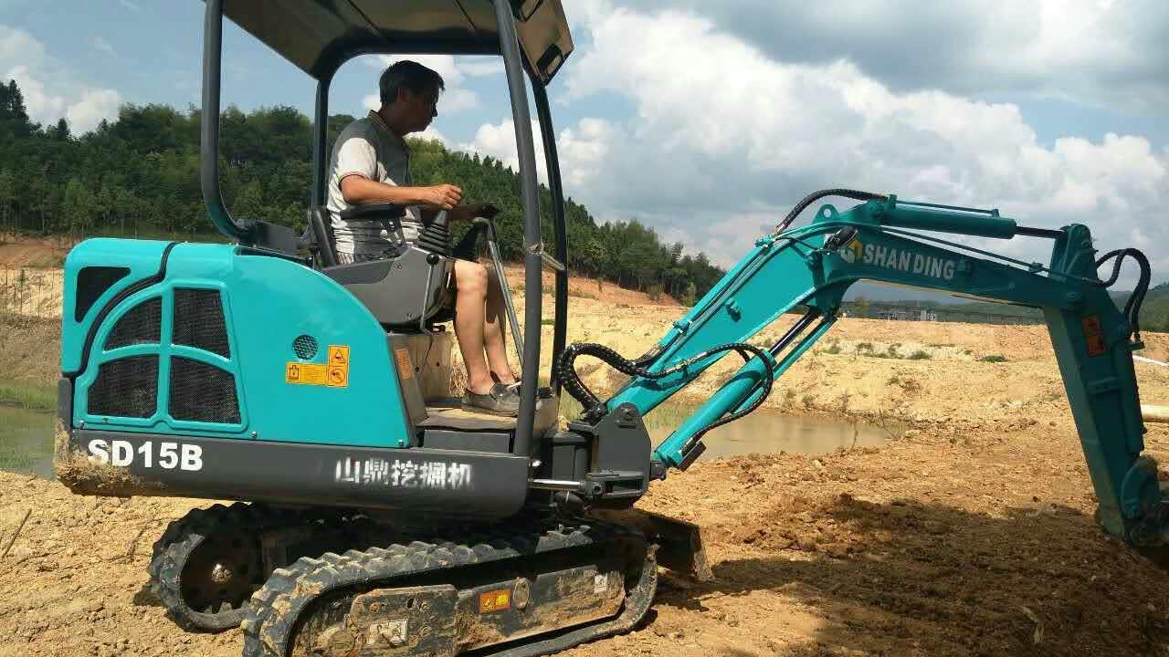 微型挖掘机施工