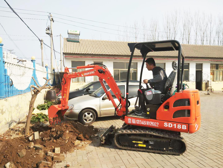 栽树用的小挖机