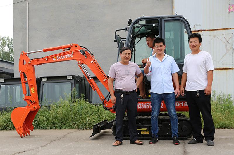 恭喜陕西榆林客户订购山鼎SD18B小型挖掘机一台
