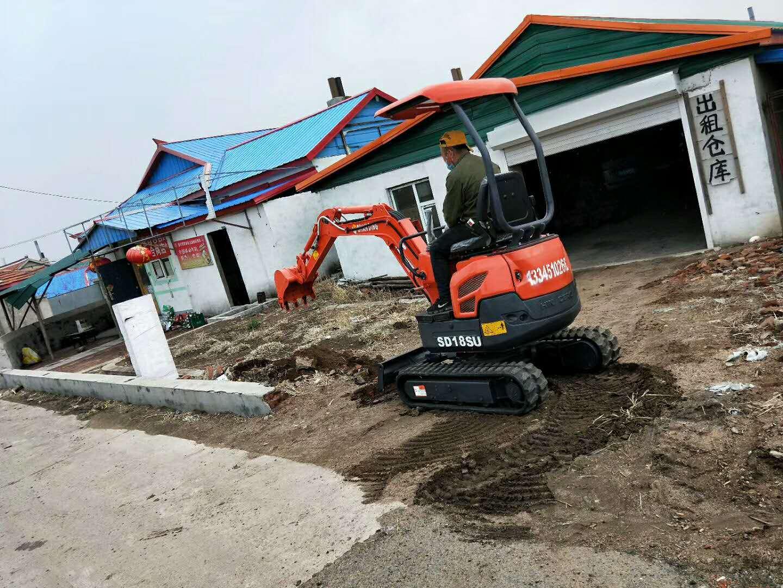 1.8吨无尾型小挖机施工