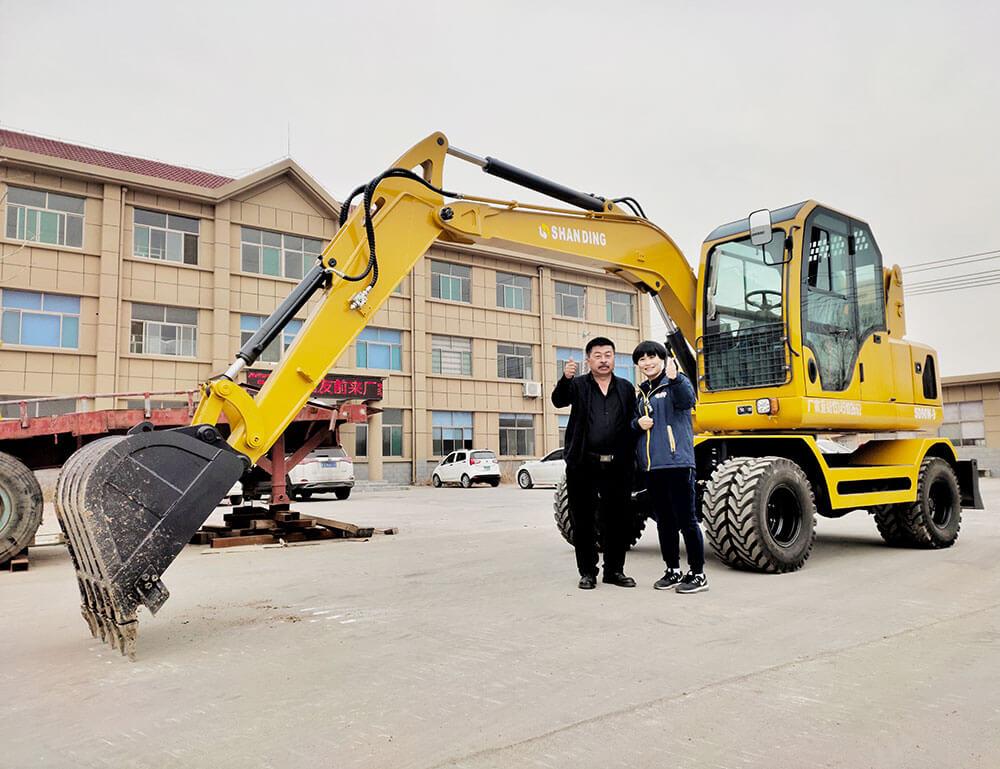 新疆王哥入手輪式挖掘機