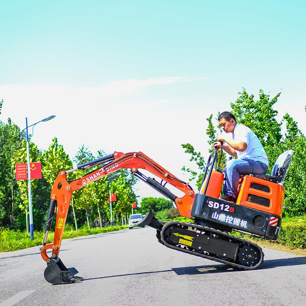 開春了,果園小型挖掘機應該怎么選擇?